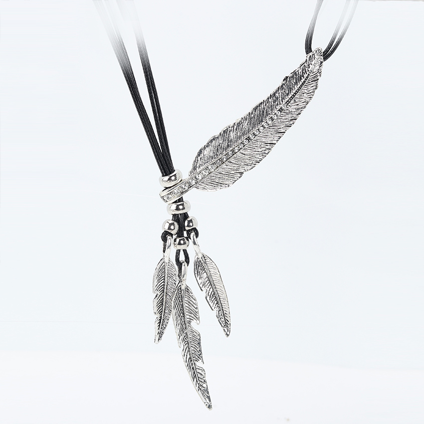 boho-feather-pendant-necklace-main