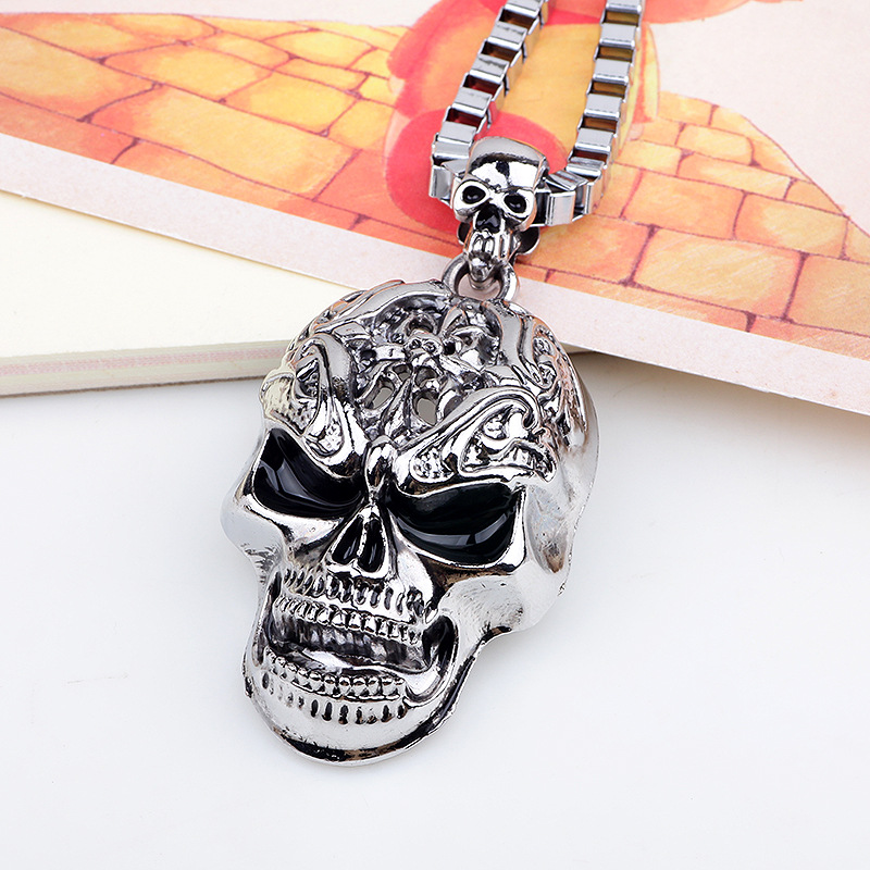 engraved-Skull-pendant-Necklace-2
